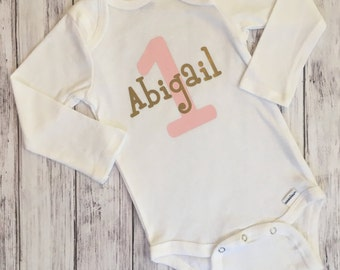 Pink and Gold Personalized Bodysuit // Pink and Gold Bodysuit With Name // Baby Girl Birthday Onesie // Pink and Gold Bodysuit