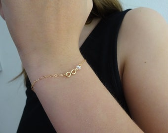 Infinity Bracelet with tiny fresh water pearl, Gold Rose Gold Infinity Bracelet, Bridesmaid Gifts, First day of school Pearl bracelet