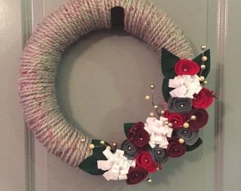 Felt flower wreath, Christmas wreath, yarn wreath, felt wreath, door wreath, door decor, housewarming gift, Christmas gift, hostess gift
