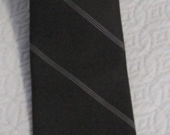 Oscar de la Renta Vintage Necktie, Brown with white diagonal triple line stripe