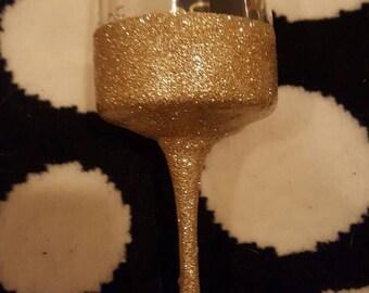 Custom wine glass with glitter