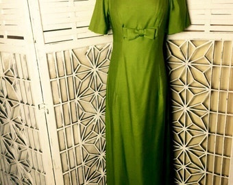 SALE - 1950's Green Gown - Hollywood glam gown - lime green gown - maxi gown with train - bow gown - elegant 50's gown - evening formal prom
