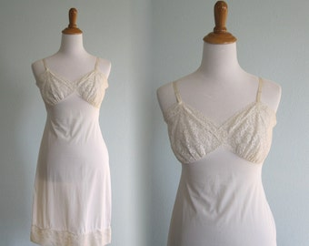 Pretty 60s White Lace Slip Suavette by Van Raalte - Vintage White Dress Slip - Vintage 1960s Slip Size 34 S M