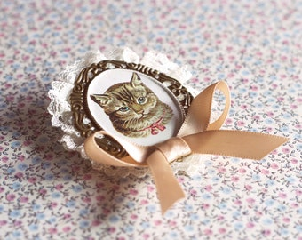 Cat Brooch.Cat Cameo brooch.Cat lover accessories.Cat pin.Vintage cat illustration.Gift for cat ladies.Animal jewelry.Stocking Stuffer.