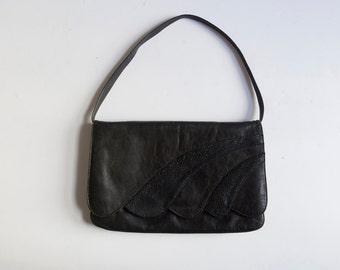 Vintage black leather scalloped purse