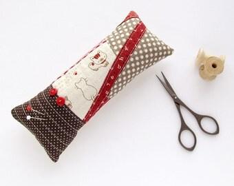 Pincushion cat patchwork, OOAK brown kitten pincushion, Polka dots needle holder, Red pin cushion, small OOAK gift