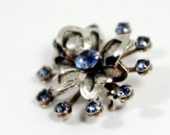 Vintage brooch-retro costume jewelry-silver tone-blue rhinestones-floral starburst