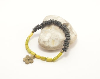 Beaded bracelet, coral bracelet, coco beads, green coral bracelet, flower bracelet, coral coco bracelet, beaded jewley, handmade bracelet