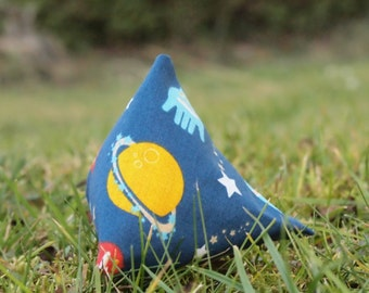Space-Pyramid, Cattoy filled with Catnip or Valerian