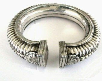 Antique Indian Bracelet, Indian Silver Cuff Bracelet, Hollow, Slightly Oval,  Madhya Pradesh, High Grade Silver, Ethnic Tribal, 68.3 Grams