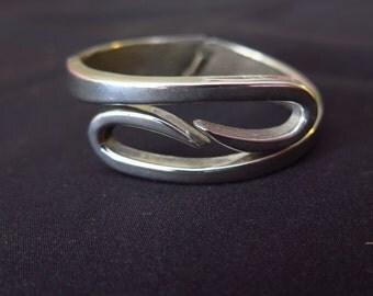 GORGEOUS! Vintage Swirl Design Silver Tone Clamper Bracelet