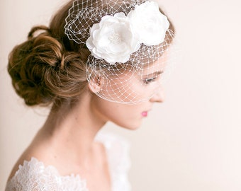 Mini Birdcage Veil with Flowers - Bridal Birdcage Fascinator with Flower - Wedding Birdcage Veil - Wedding Hair Accessories - Light ivory