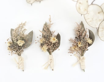 Wedding boutonniere- Rustic buttonhole- Men's Lapel pin- Dried Flower Boutonniere- Groomsman Gifts- Groom Gift- Dried Floral Corsage