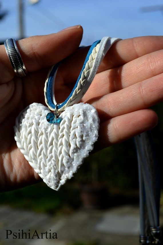 Heart pendant necklace Heart necklace Polymer clay Knitted heart Knitted polymer clay Knitted effect Polymer clay necklace White heart