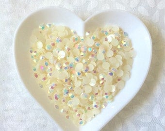 Cute white 4mm Jelly Rhinestones!