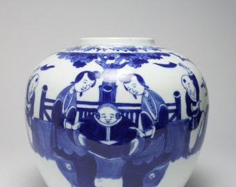 Antique Chinese blue and white porcelain vase