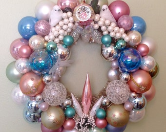 Elegant Easter ornament wreath. Pastels, shabby chic.