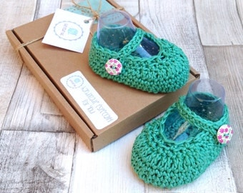 Mary janes, crochet mary janes, crocheted baby girl shoes, baby booties, newborn, 0-3 3-6, green shoes, green booties, crocheted booties