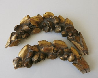 2 WOOD CARVED GARLANDS - French bois dorés from the late 18th century