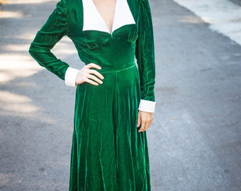 Elegant Green Velvet Gown with White Collar and Cuffs