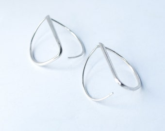Semi-sphere sterling silver earrings. Geometric and minimalist. Offered delivery.