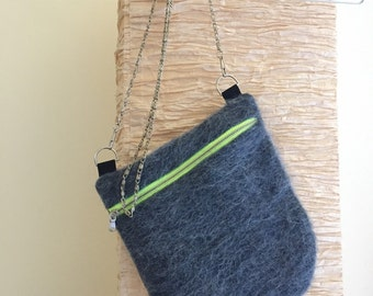 Fabric bag with chain shoulder strap grey hairy
