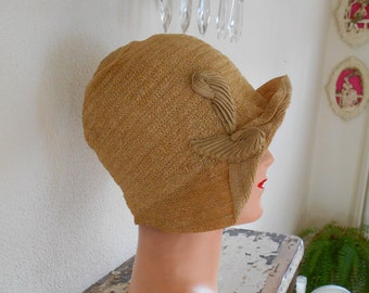 Awesome Tan 1920's Flapper/Great Gatsby Faux Straw Helmet Cloche
