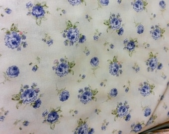 Benartex 1234 52, cream background with periwinkle flower bouquets