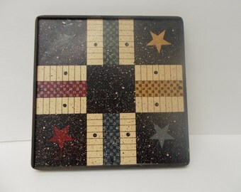 Vintage country tic tac toe wall hanging.  Approx 8x8 inches