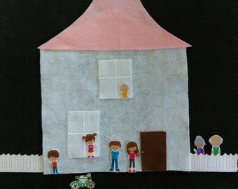 Felt Doll House- 46  Pieces// 2 sizes // Felt Board // Flannel Board// Pretend Play // Quiet Time // Preschool // Teachers / Parents