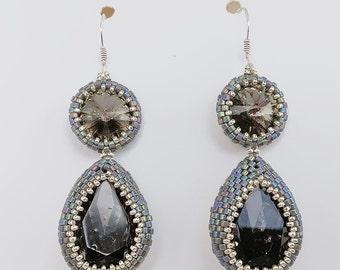 Elegants earrings with drops and rivoli