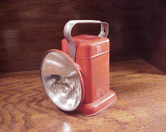 Vintage Old Red Delta Poweray Lantern, battery powered