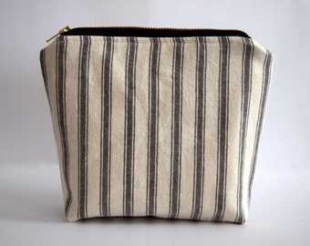 Black and White Stripe Zip Pouch, Small Makeup Pouch Handmade With Recycled Fabrics. Flat Bottom Eco Friendly Zipper Bag With Black ZIpper