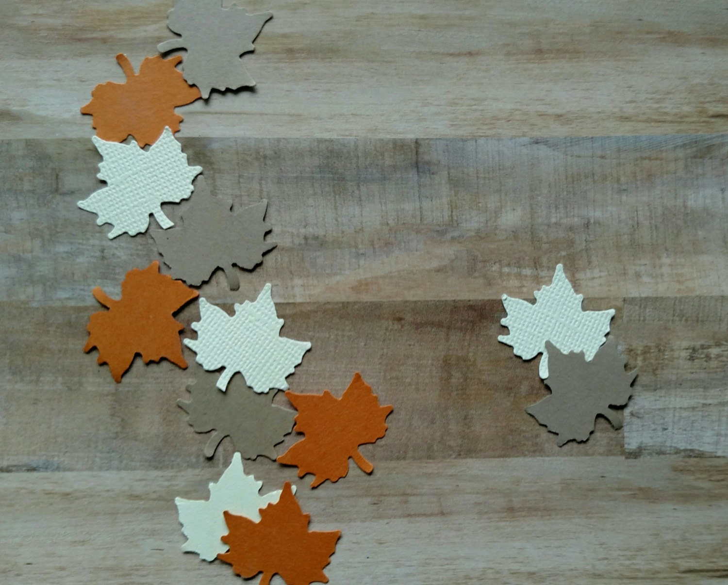 Thanksgiving table decor autumn leaf by fabulouslittleparty for Autumn leaf decoration