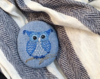 Hand-embroidered brooch blue owl