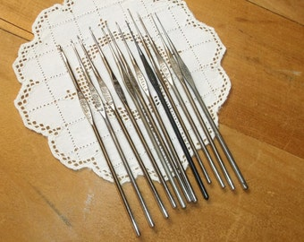 12 Metal Crochet Hooks • size 00 5 7 8 10 11 12 & 14 • with 2 Caps