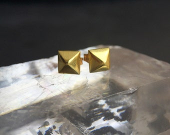 Solid 18 Karat Yellow Gold Pyramid Stud Earrings