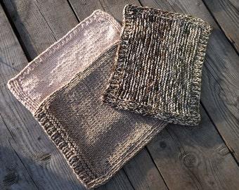Knitted pad cat, mat handmade cat, knitting mat for a cat, mat for a cat of wool.