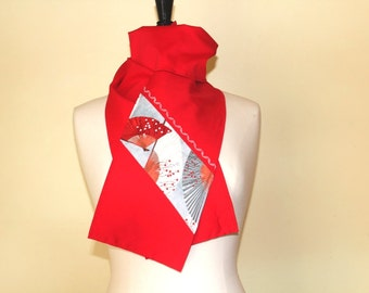 Scarf red and printed grey to fans