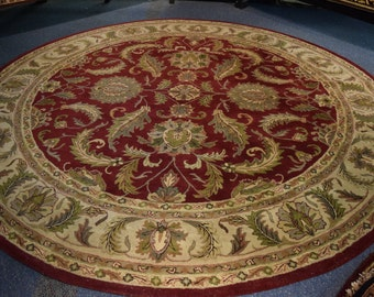 Beautiful hand tufted round rug