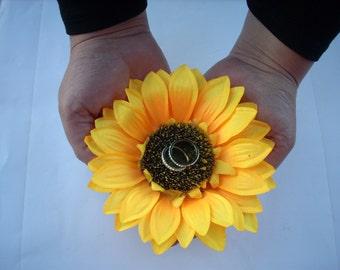 Sunflower Ring Holder ,Sunflower Wedding Ring Pillow , Rustic Wedding Ring Pillow , Summer Wedding ,Flower Ring Bearer ,Wedding Ring Holder