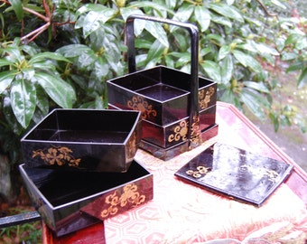 Very Beautiful Antique Traditional Japanese Lacquered Wood Bento Box Set