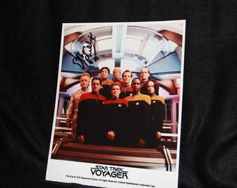 Star Trek Voyager photo -- autographed by Ethan Phillips (Neelix)
