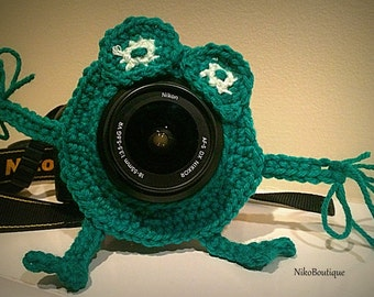 Crochet frog lens critter, camera buddies, camera lens buddy, toys, photographer helper.