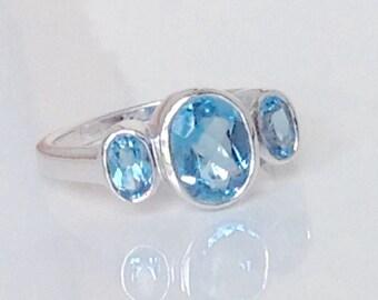 Blue Topaz Ring,14k Blue Topaz Ring,3 Stone Blue Topaz Ring,Bezel Set Blue Topaz Ring