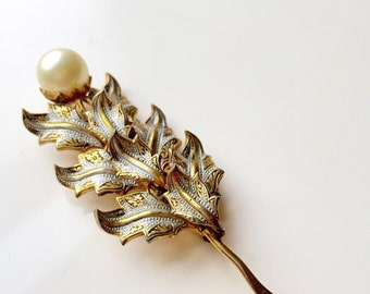 Lovely Damascene pearl brooch