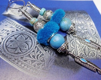 Earrings ethnic chic, turquoise, ethnic beads, tassels and silver metal.