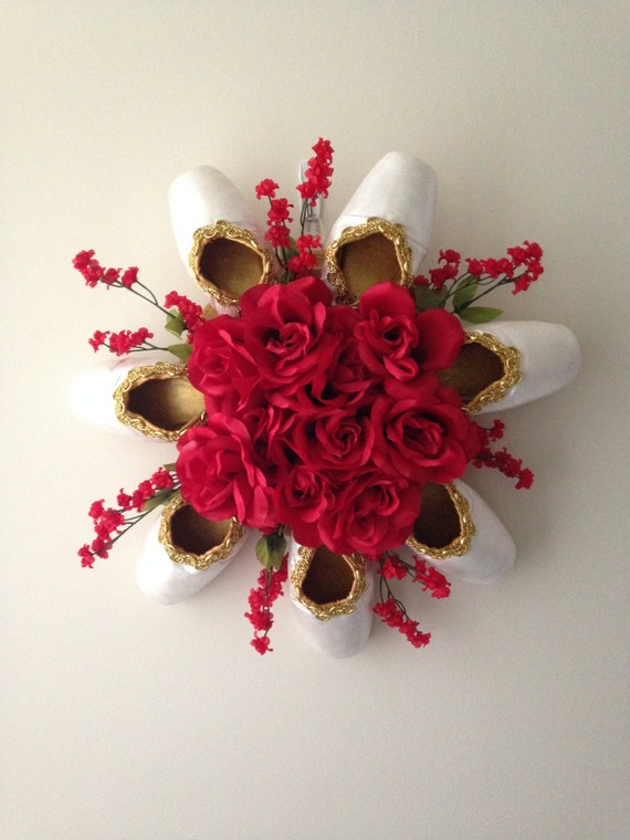 Elegant pointe shoe wreath ballet ballerina decor dance for Ballet shoes decoration