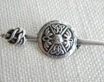 Sword & Shield vintage brooch ~ IONA SILVER SCOTLAND ~ solid silver - inA1127