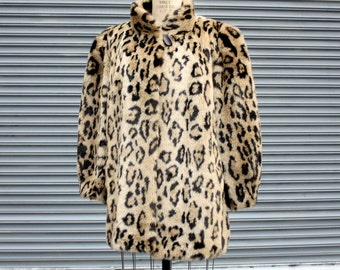 80s Vintage  Animal Print Faux Fur Coat Plus Size will fit size 16 to a 20